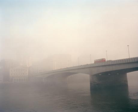 London Bridge - England「London Bridge in morning mist or fog」:スマホ壁紙(17)
