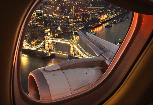 Travel Destinations「London bridge aerial view from the porthole」:スマホ壁紙(17)