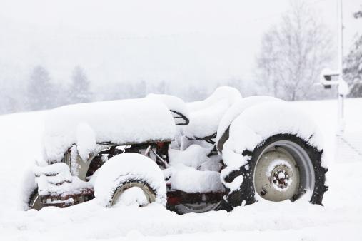 Adirondack Mountains「Farm Tractor Buried in Deep Blizzard Snow」:スマホ壁紙(19)