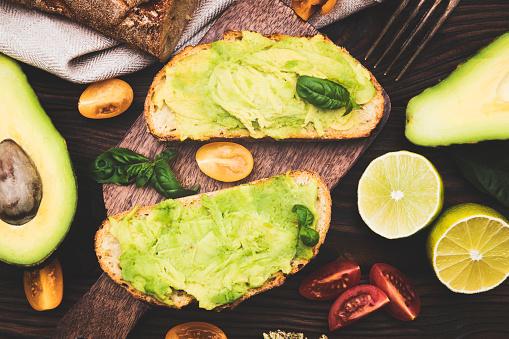 Avocado「Avocado toast with whole grain rye bread.」:スマホ壁紙(11)