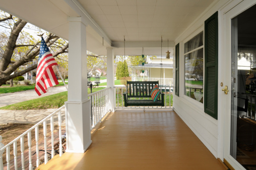 Front Stoop「Traditional Clean Family Residential House, Covered Porch, Swing, USA Flag」:スマホ壁紙(5)