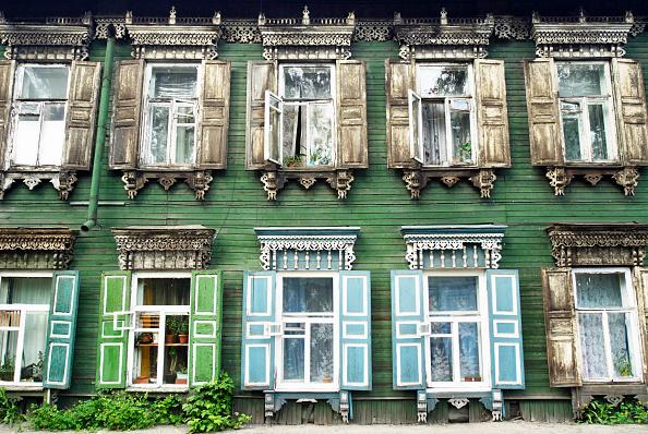 Full Frame「Traditional ornate wooden houses in Irkutsk, Siberia, Russia」:写真・画像(14)[壁紙.com]