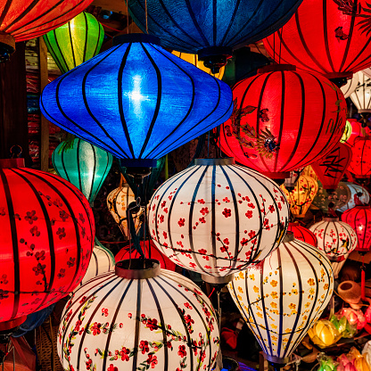 Paper Lantern「Traditional silk hanging lanterns in Hoi An city, Vietnam」:スマホ壁紙(10)