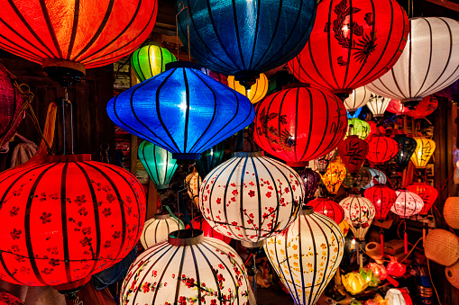 Souvenir「Traditional silk hanging lanterns in Hoi An city, Vietnam」:スマホ壁紙(1)