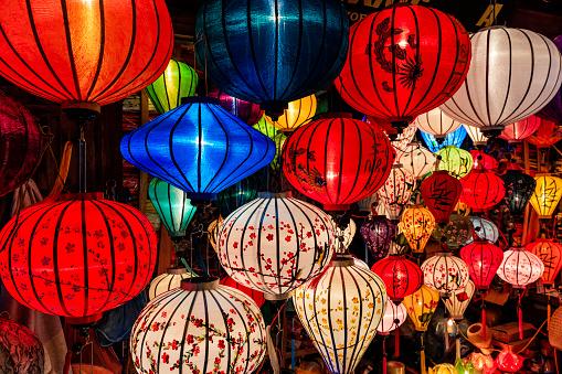 Chinese Lantern「Traditional silk hanging lanterns in Hoi An city, Vietnam」:スマホ壁紙(9)