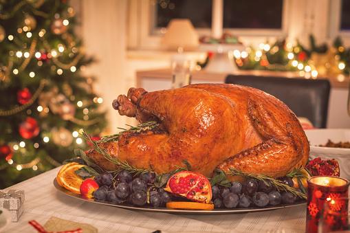 Turkey - Bird「Traditional Stuffed Christmas Turkey with Side Dishes」:スマホ壁紙(6)