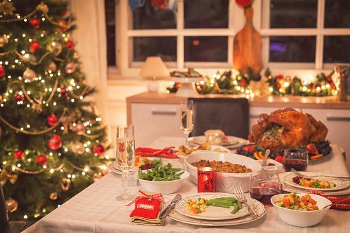 Turkey - Bird「Traditional Stuffed Christmas Turkey with Side Dishes」:スマホ壁紙(18)