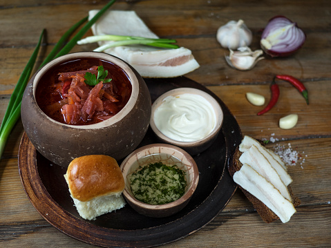 Sour Cream「Traditional borscht soup with bread, sour cream and chopped herbs」:スマホ壁紙(8)