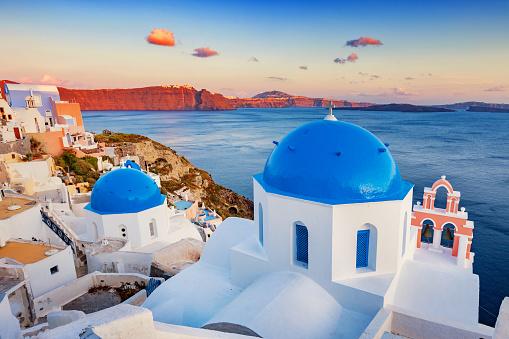 Aegean Sea「Traditional chapels in Oia Santorini Greece」:スマホ壁紙(16)