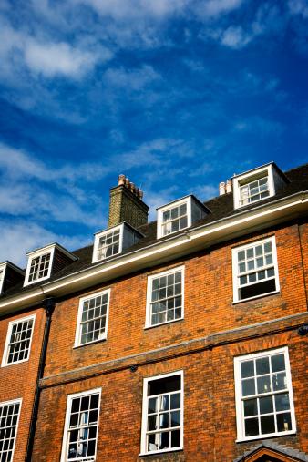 Sash Window「Traditional London red brick Georgian period building with blue skies」:スマホ壁紙(16)