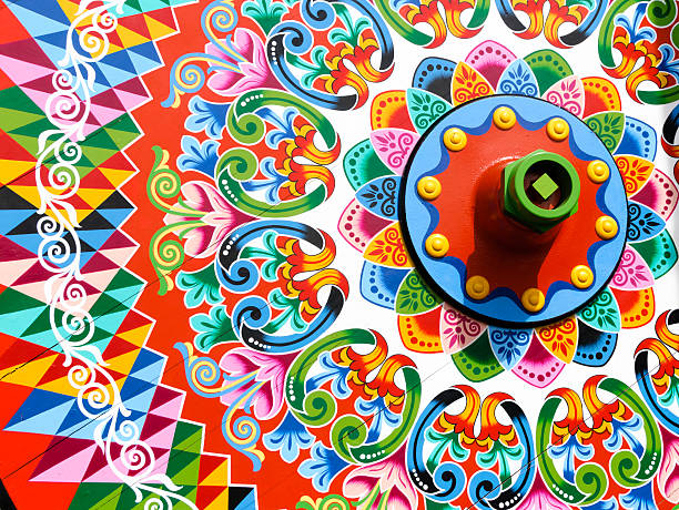 Traditionally painted ox cart wheel:スマホ壁紙(壁紙.com)