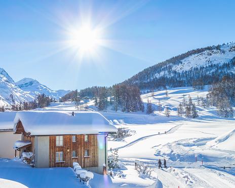 Engadin Valley「Traditional Chalet In Engadin, Switzerland」:スマホ壁紙(16)
