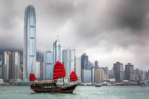 Cruise - Vacation「Traditional Chinese Junkboat Sailing Across Victoria Harbour, Hong Kong」:スマホ壁紙(12)
