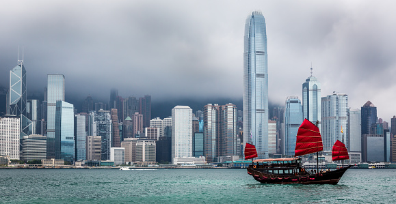 Coastline「Traditional Chinese Junkboat Sailing Across Victoria Harbour, Hong Kong」:スマホ壁紙(2)