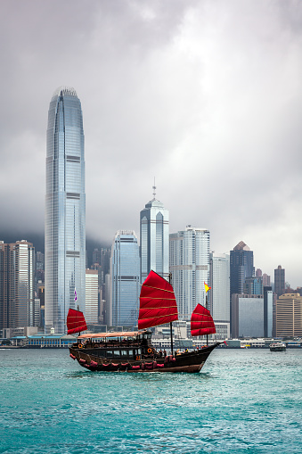 Cruise - Vacation「Traditional Chinese Junkboat Sailing Across Victoria Harbour, Hong Kong」:スマホ壁紙(9)