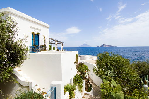 Panarea「Traditional Whitewashed House by the Sea」:スマホ壁紙(11)