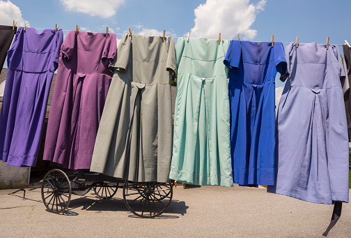 Dress「Traditional Amish dresses hanging on clothesline, Intercourse, Pennsylvania, USA」:スマホ壁紙(3)
