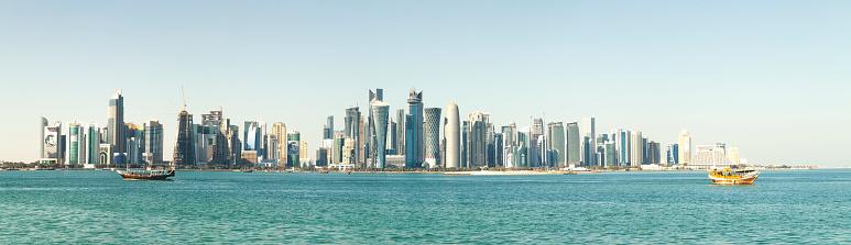 アラビア海「伝統的なダウ船現代ドーハ スカイライン カタール」:スマホ壁紙(7)
