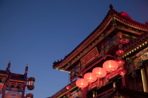 Chinese Lantern「Traditional Chinese buildings illuminated at night in Beijing, China」:スマホ壁紙(17)