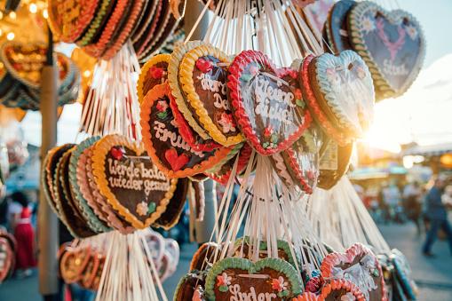 Souvenir「Traditional Gingerbread hearts at the Oktoberfest, Munich, Germany」:スマホ壁紙(8)