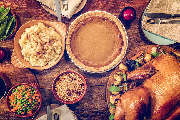 Traditional Stuffed Turkey Holiday Dinner with Vegetables and Pumpkin Pie:スマホ壁紙(壁紙.com)