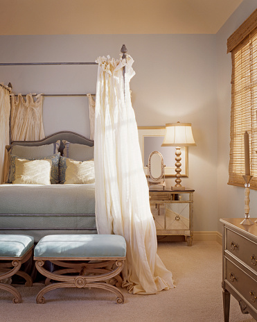 Lamp Shade「Traditional Bedroom with Drapes on Bed」:スマホ壁紙(8)