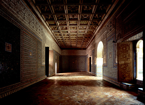 Tiled Floor「Traditional room with wall art and doorway」:写真・画像(12)[壁紙.com]
