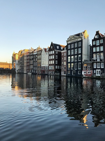 Amsterdam「Traditional Dutch houses reflected in canal, Amsterdam, Holland」:スマホ壁紙(16)