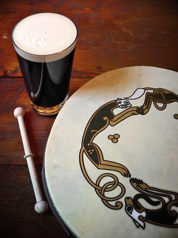 Folk Music「Traditional Irish Scene with Bodhran Drum and Pint Of Stout」:スマホ壁紙(18)