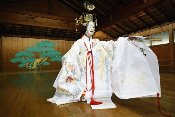 Cultures「Japanese Noh Theatre Enjoying Resurgence」:写真・画像(12)[壁紙.com]
