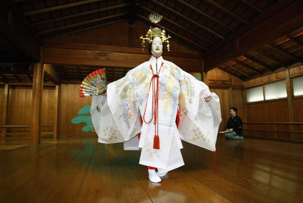 演劇「Japanese Noh Theatre Enjoying Resurgence」:写真・画像(13)[壁紙.com]