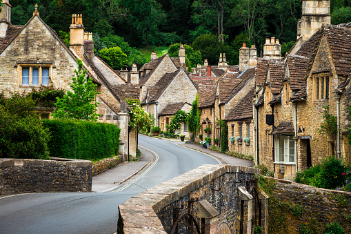Limestone「Traditional Idyllic English Countryside village with Cosy Cottages and narrow road」:スマホ壁紙(14)