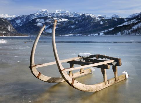 Sled「Traditional Winter Sled, Lake Grundlsee, Austrian Alps (XXXL)」:スマホ壁紙(2)