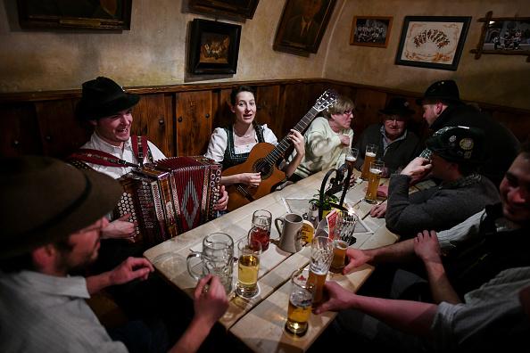Tradition「Traditional Bavarian Taverns In Sharp Decline」:写真・画像(2)[壁紙.com]