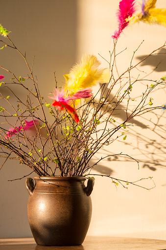 イースター「Traditional Easter twigs of birch with colored feathers」:スマホ壁紙(12)