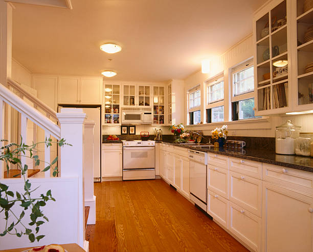 Traditional Style Kitchen with White Cabinets:スマホ壁紙(壁紙.com)