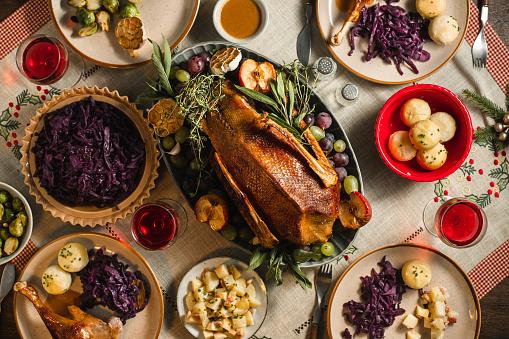 Stuffed「Traditional German Christmas Dinner on table」:スマホ壁紙(1)