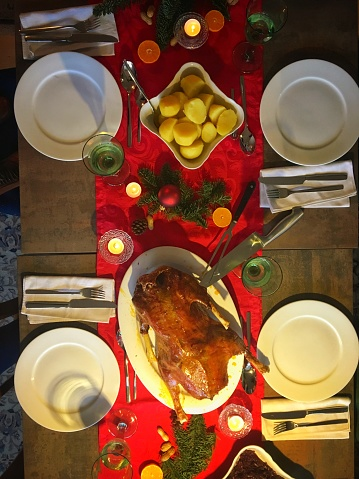 Table Runner「Traditional German Christmas dinner」:スマホ壁紙(14)