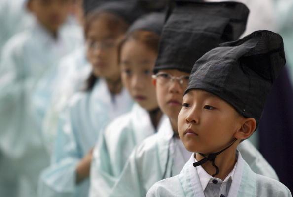 Teaching「KOR: S. Korean Children Attend Classes In Traditional Korean Culture」:写真・画像(14)[壁紙.com]
