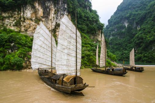 Cruise - Vacation「Traditional sampan boats on the Yangtze River」:スマホ壁紙(8)