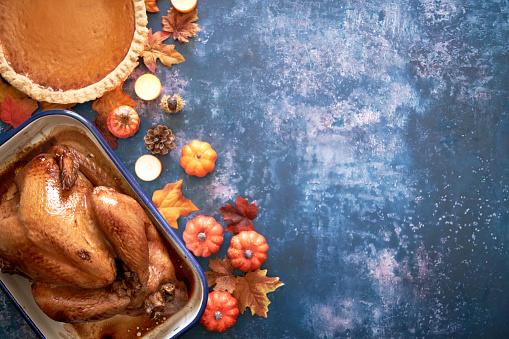 Preparation「Traditional Holiday Stuffed Turkey on Rustic Background」:スマホ壁紙(8)