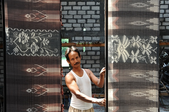 Tradition「Traditional Sarong Weavers See Huge Rise In Demand Over Ramadan Period」:写真・画像(10)[壁紙.com]