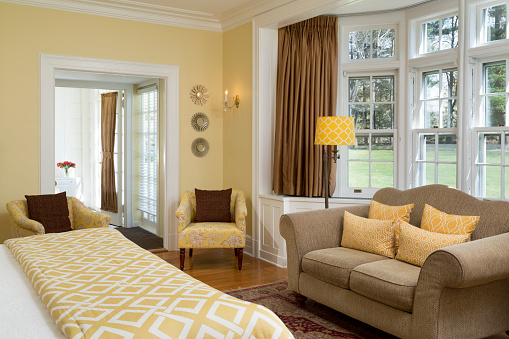 Tradition「Traditional Bedroom with Yellow Scheme」:スマホ壁紙(5)