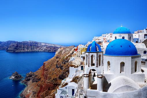 Aegean Sea「Traditional churches and skyline, Oia, Santorini, Greece」:スマホ壁紙(7)