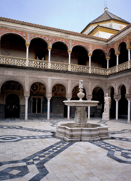 Tiled Floor「Traditional courtyard with fountain and statue」:写真・画像(10)[壁紙.com]