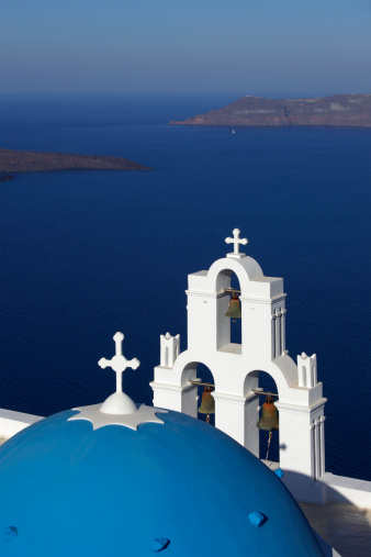 Aegean Sea「Traditional church with blue dome in Santorini」:スマホ壁紙(13)