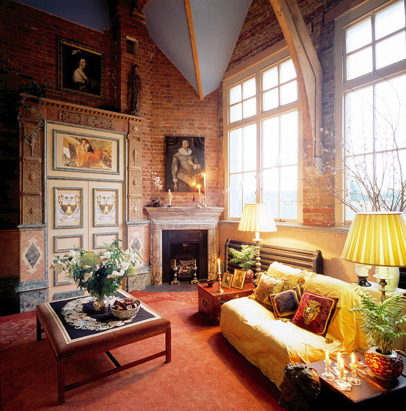 Brick Wall「Traditionally-decorated lounge in loft apartment. Designed by Caroline Haelterman.」:写真・画像(8)[壁紙.com]