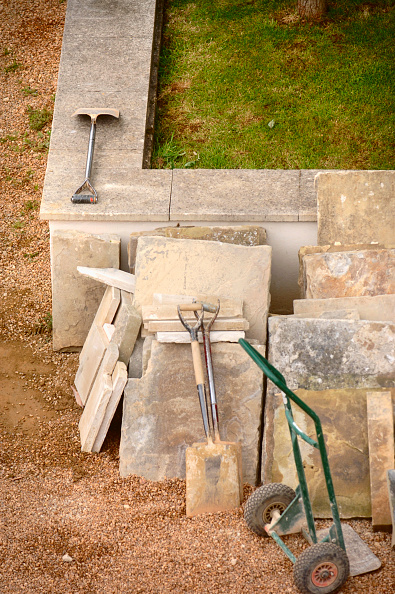 Block Shape「Traditional stone slabs with a sack truck and builders shovels, UK」:写真・画像(7)[壁紙.com]