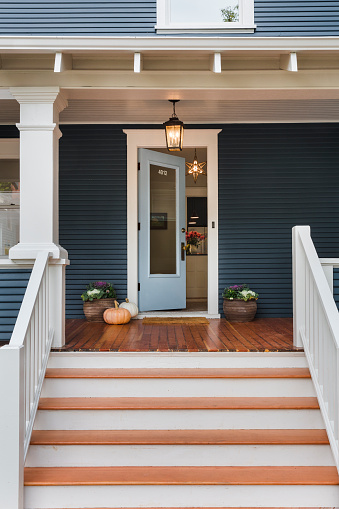 Front Door「Traditional home with blue painted siding」:スマホ壁紙(16)