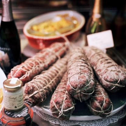 Bergamo「Traditional Italian Sausage in shop display」:スマホ壁紙(12)